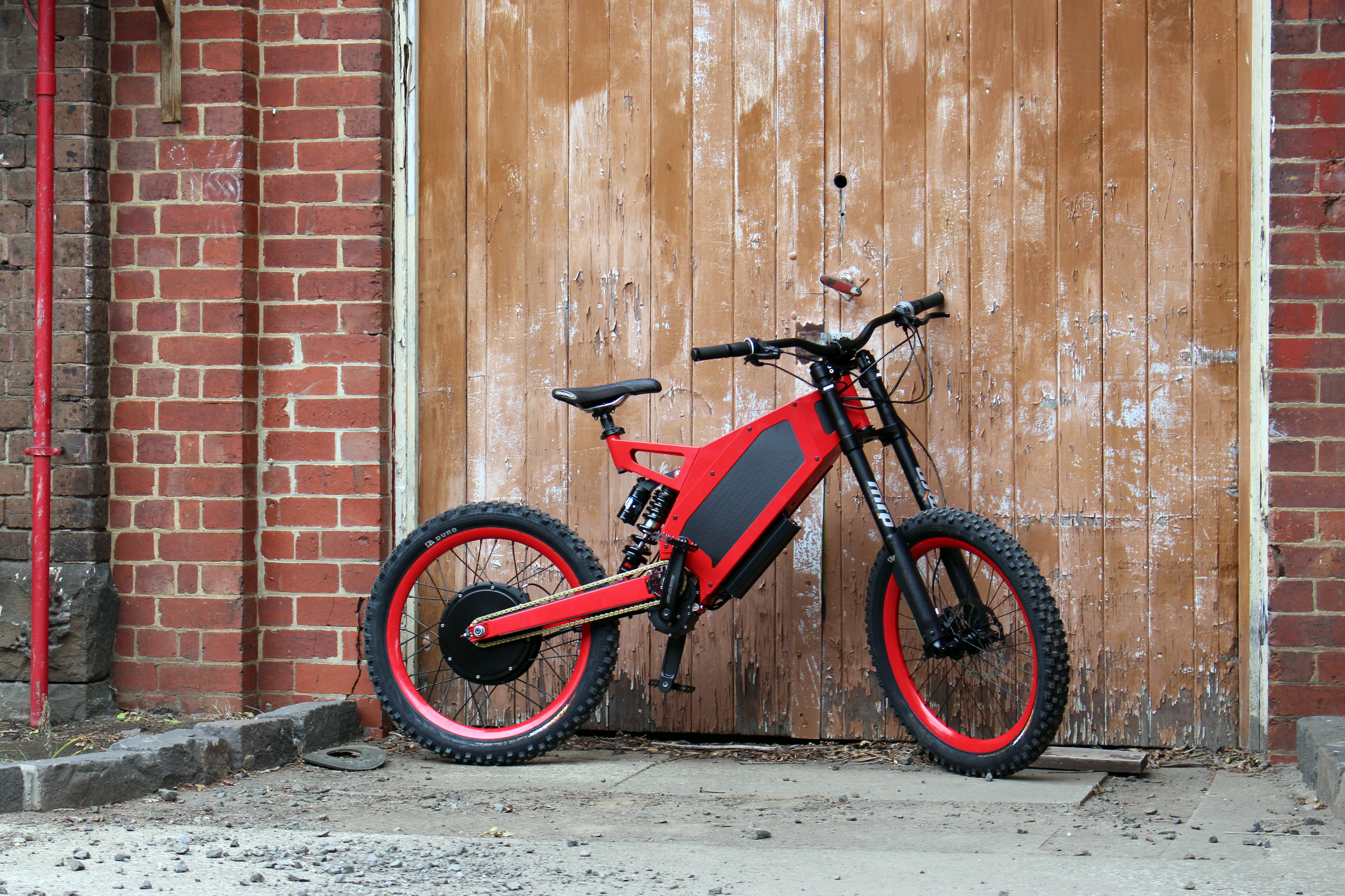 stealth electric 39 s motorcycle and mountain bike hybrid digital trends. Black Bedroom Furniture Sets. Home Design Ideas