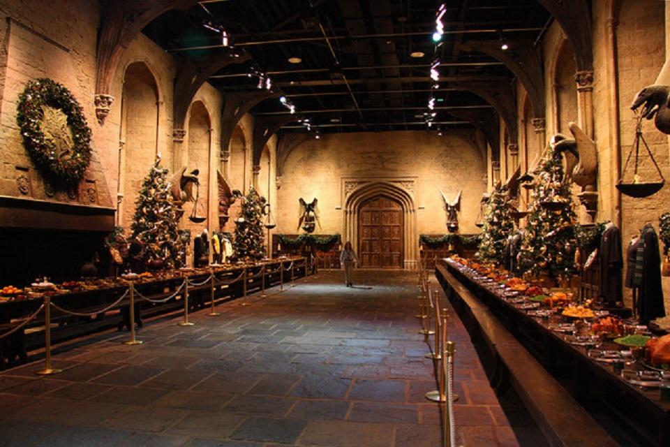 Hogwarts Great Hall Hosting Christmas Dinner For Dozens Of