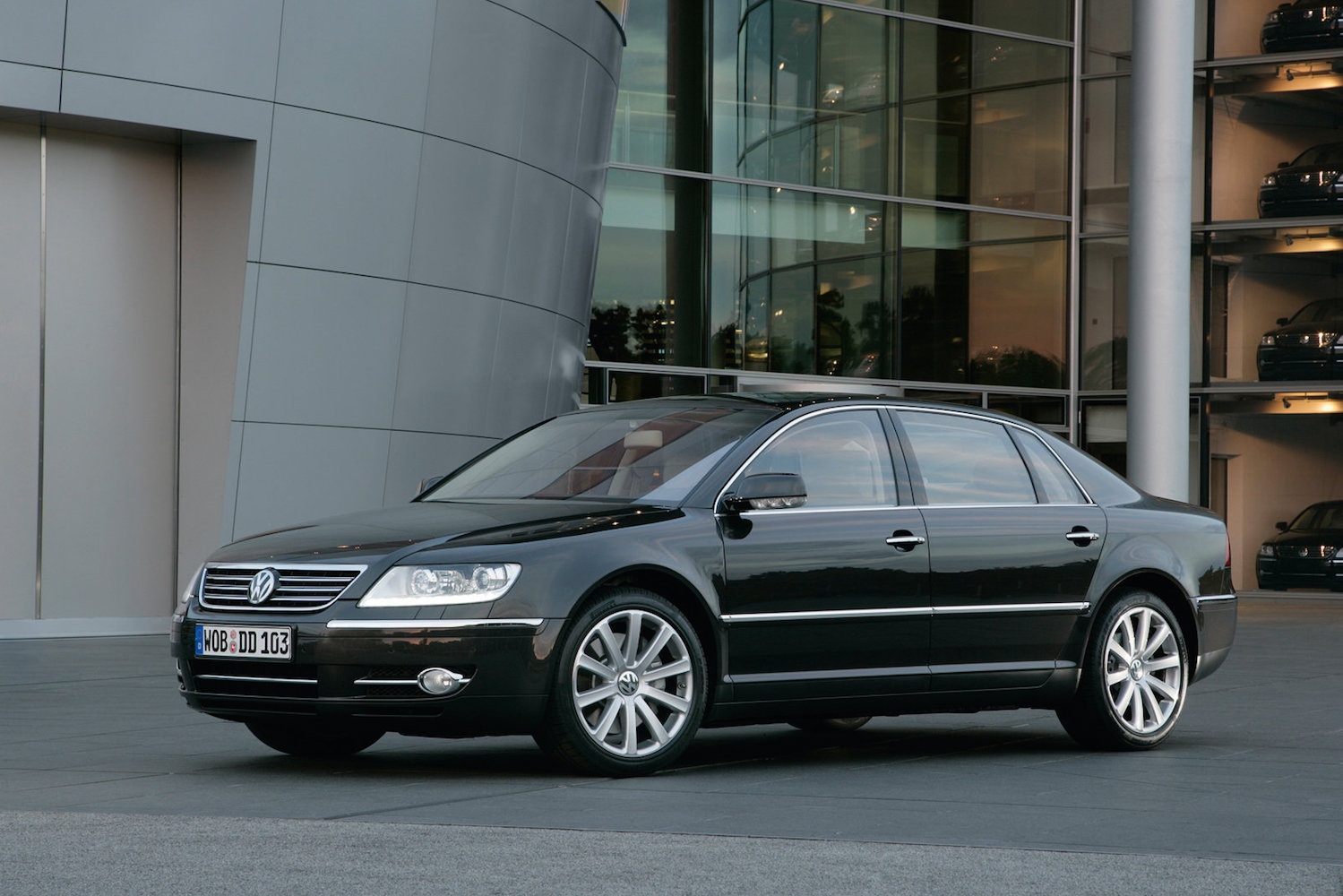 volkswagen s next generation phaeton will lead the brand s. Black Bedroom Furniture Sets. Home Design Ideas