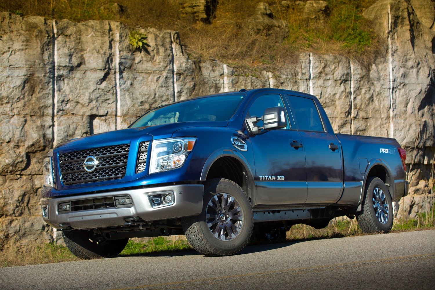 nissan 39 s 2016 titan gets a 5 6 liter gasoline v8 option. Black Bedroom Furniture Sets. Home Design Ideas