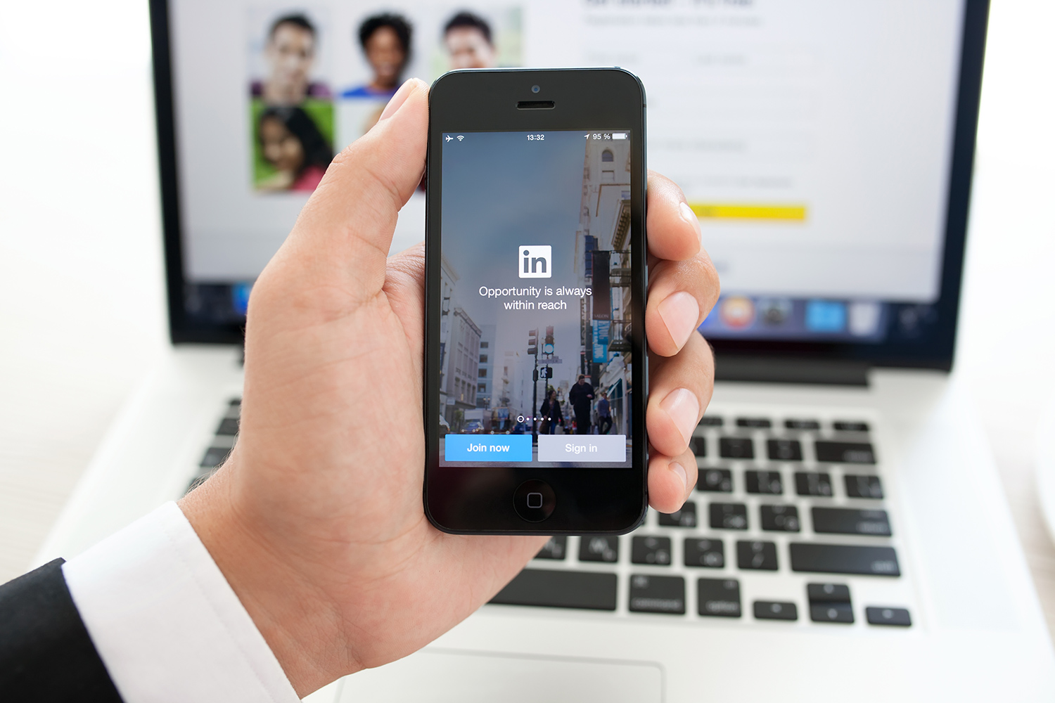 linkedin now lets you work out alerting your boss linkedin open candidates