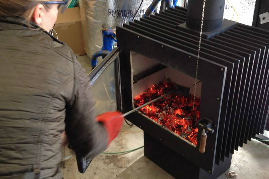 modernized wood stove lowers carbon footprint mulciber - The Mulciber Modernizes Traditional Wood-burning Stoves To Burn