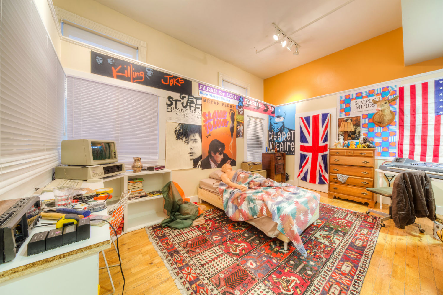 check out this painstaking replica of ferris bueller s bedroom. Black Bedroom Furniture Sets. Home Design Ideas