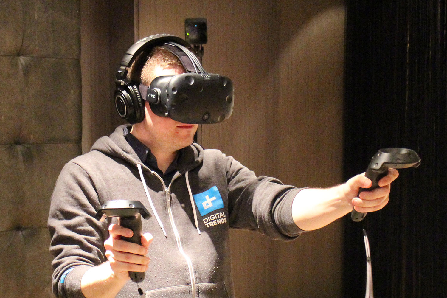 HTC's Vive bursts out of the blocks, sells 15,000 units in ...