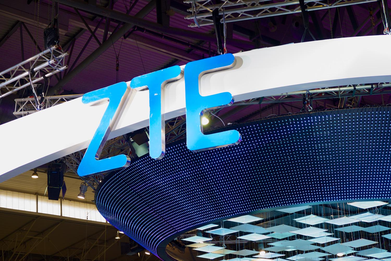 ZTE Blade V8 mid-range phone fully revealed in leaked pics, specs
