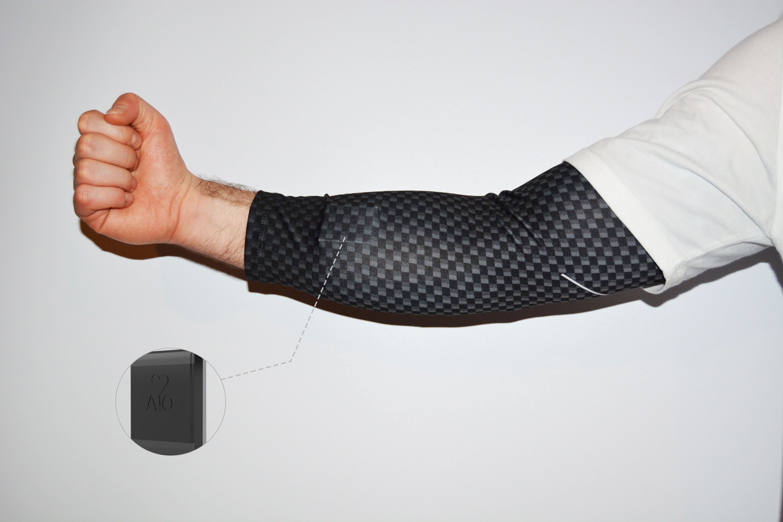 komodo aio smart sleeve image with tracker