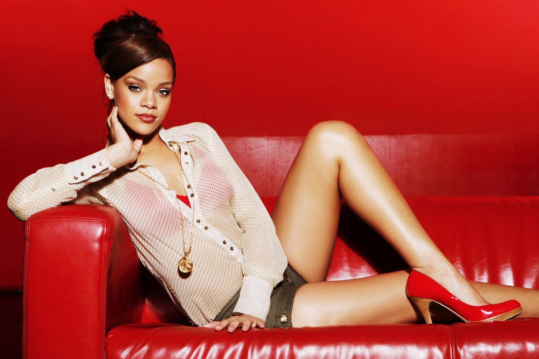 Rihanna musician robyn fenty contemporary bedroom decorating ideas