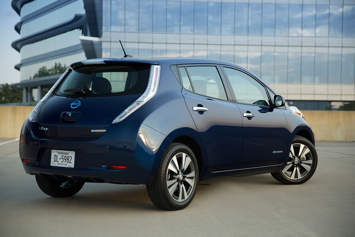 nissan leaf no charge to charge program now in 50 u s markets. Black Bedroom Furniture Sets. Home Design Ideas