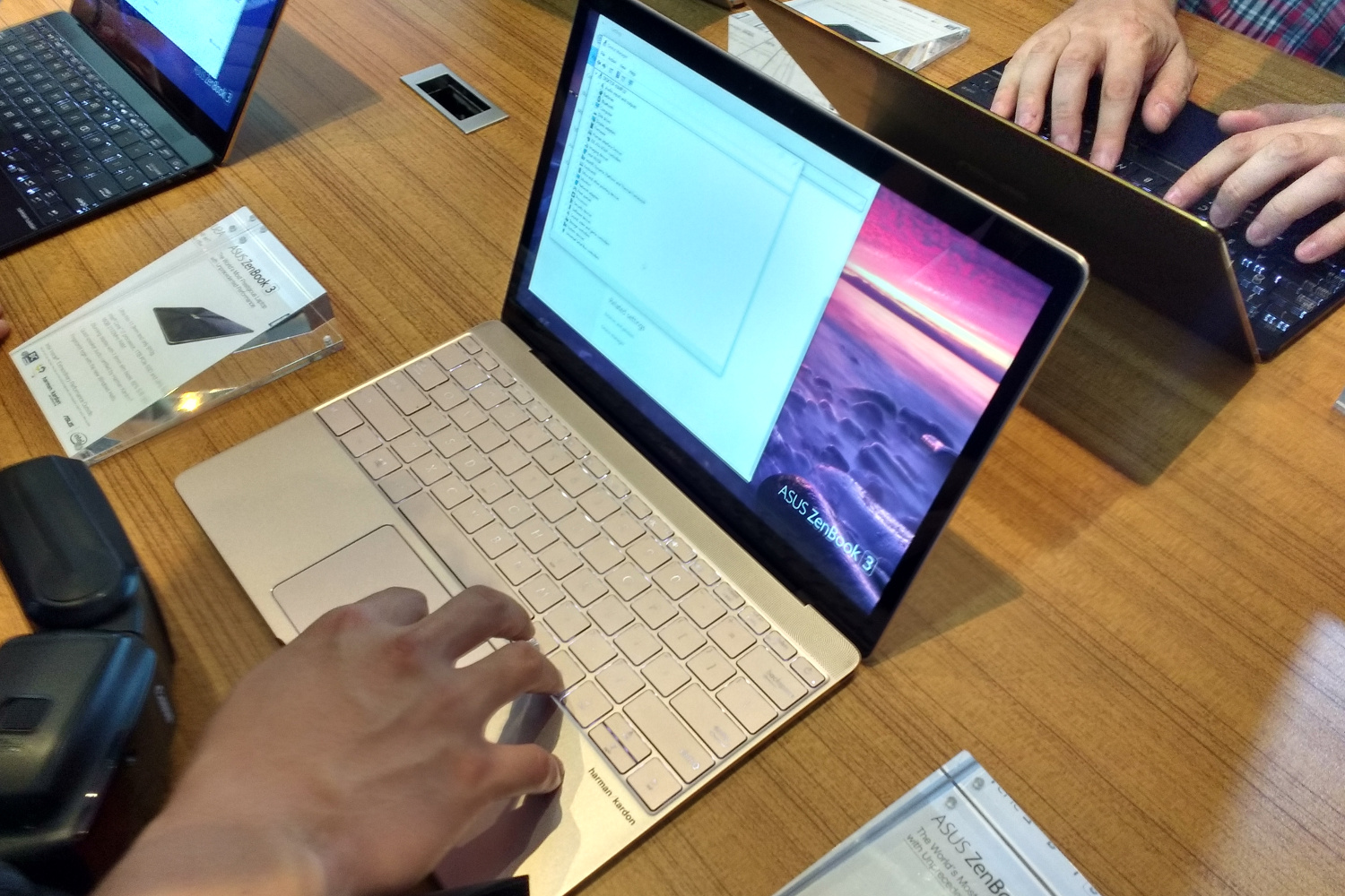 Macbook 2016 Vs Zenbook 3 Spec Comparison Digital