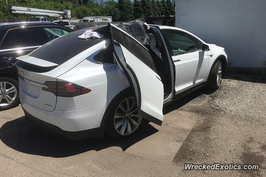 Ouch Don T Leave The Garage With Your Tesla Falcon Wing