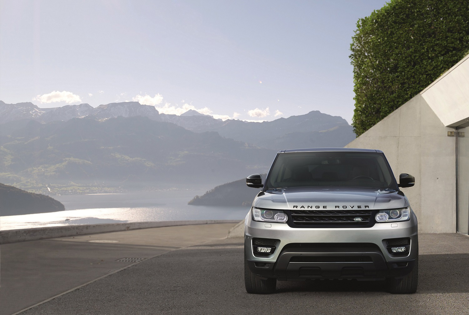 land rover s 2017 range rover sport is as high tech as it is capable off road. Black Bedroom Furniture Sets. Home Design Ideas