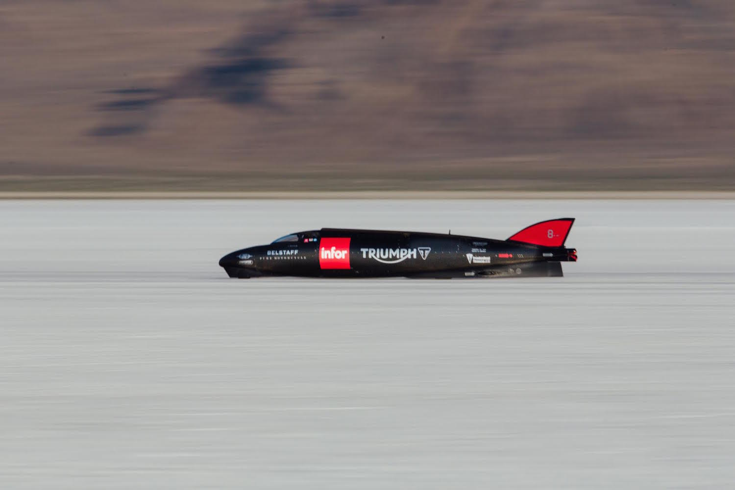 Speed Test Frontier >> Guy Martin breaks Triumph land speed record by going 274.2 mph in Rocket Streamliner