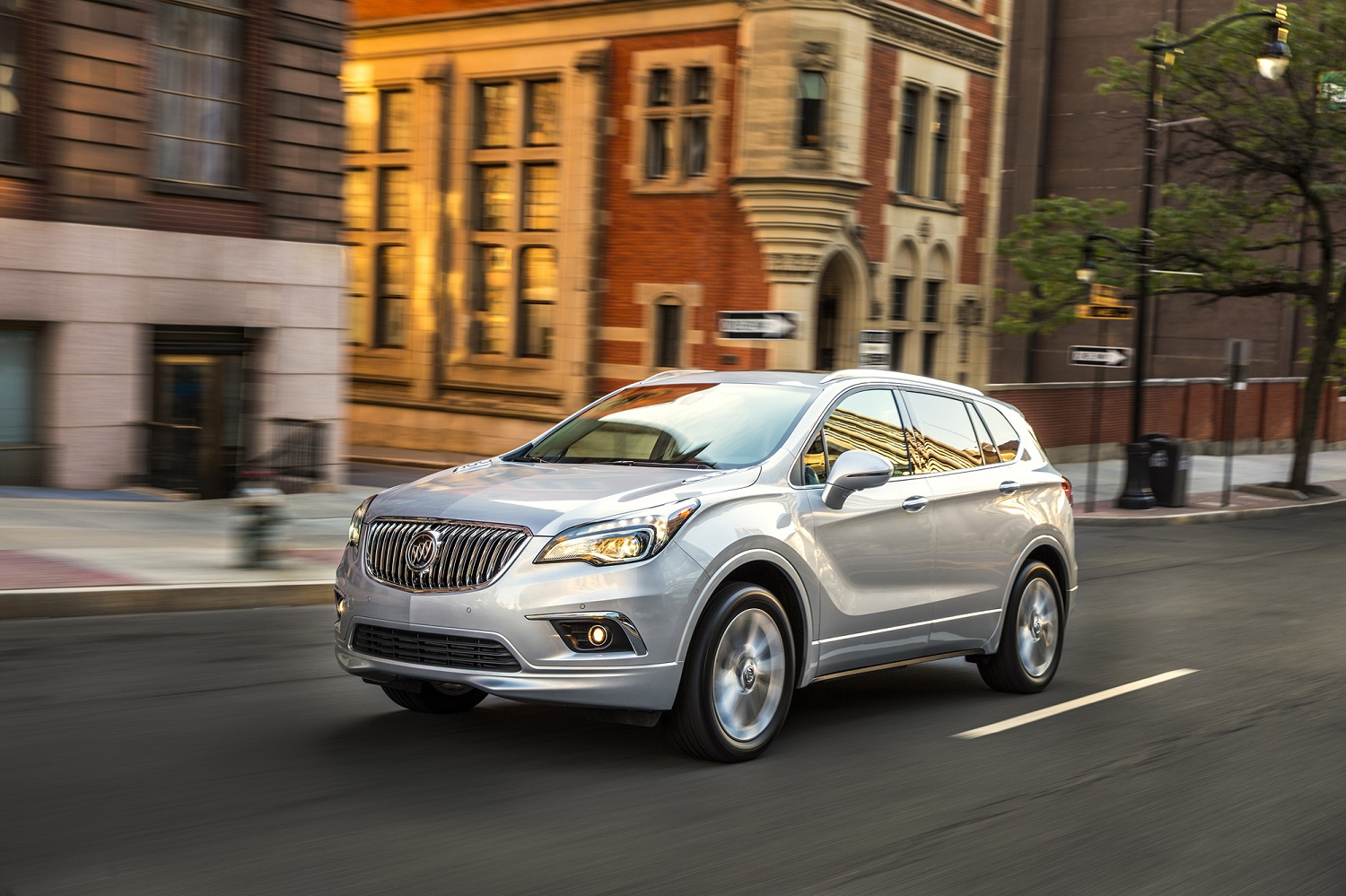 how buick slashed the 2017 envision crossover s base price by nearly 10 000. Black Bedroom Furniture Sets. Home Design Ideas