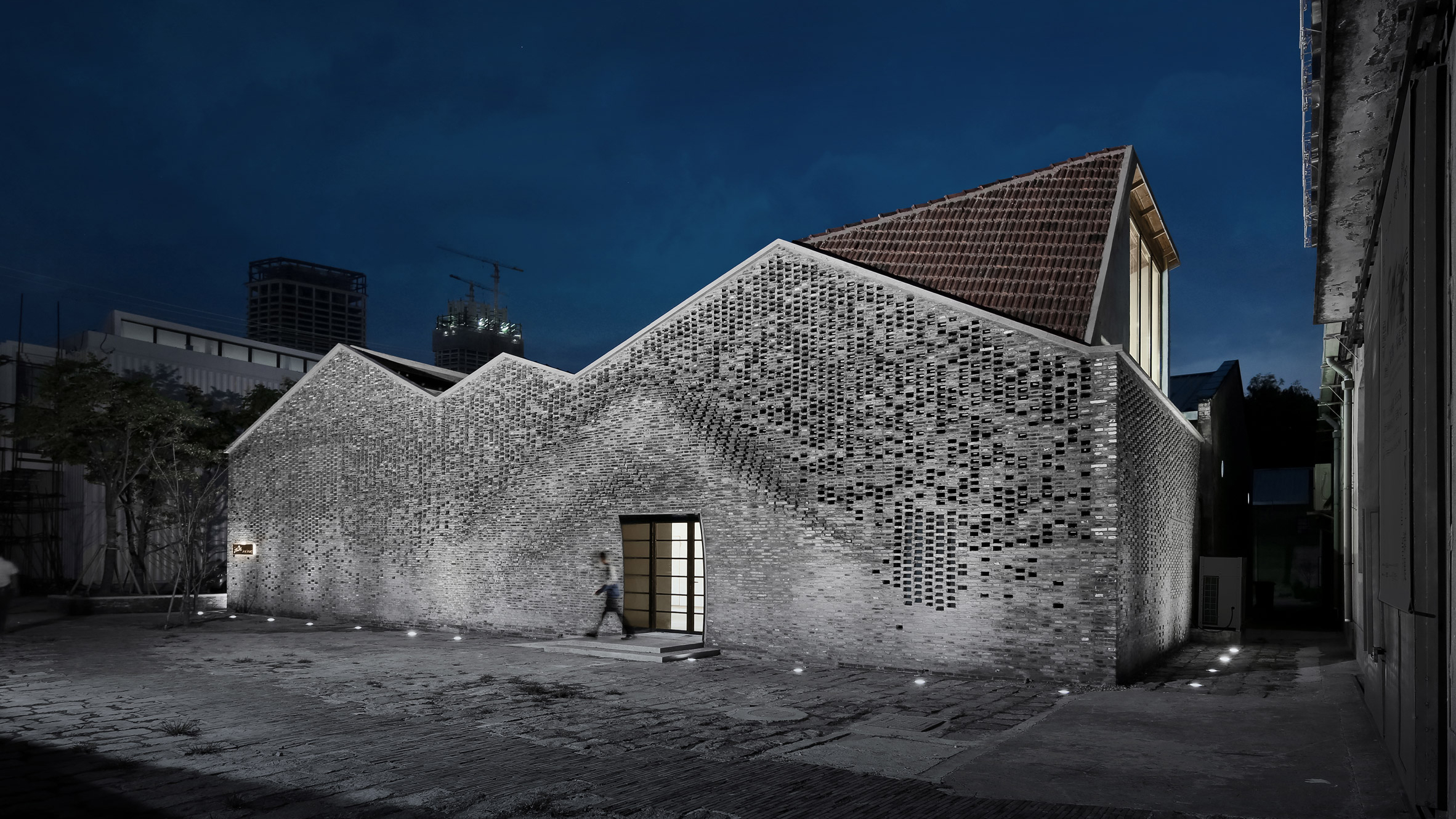 Check out the incredible brickwork completed by robots in for Archi facade
