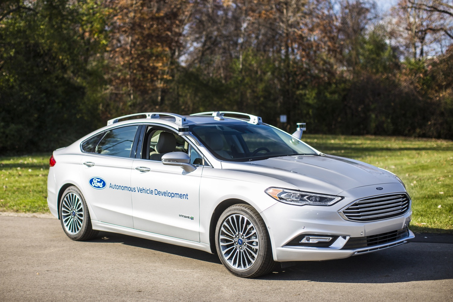 Traditional automakers lead the way on self-driving cars, study ...