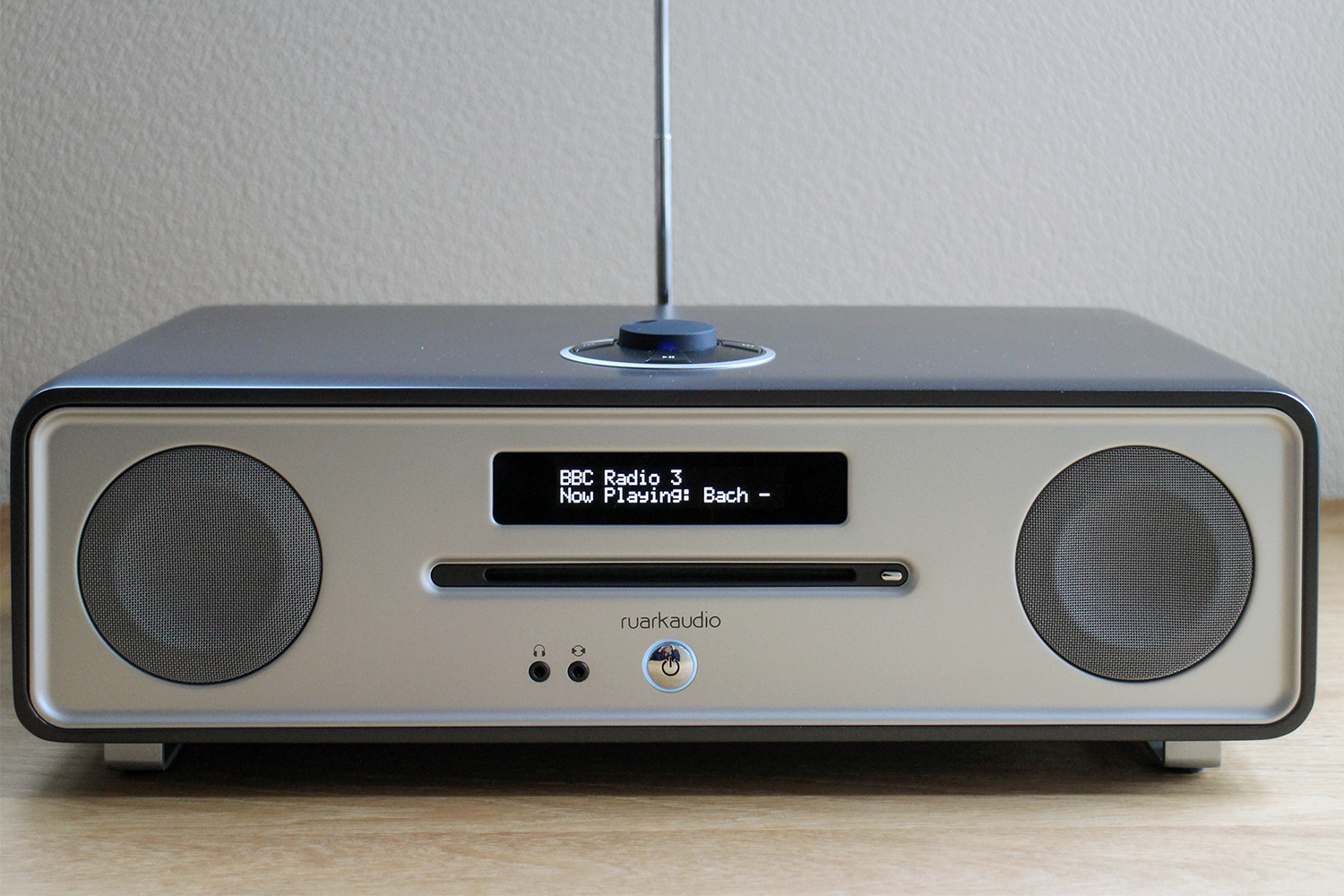 ruark audio r4 30 music system our first take. Black Bedroom Furniture Sets. Home Design Ideas