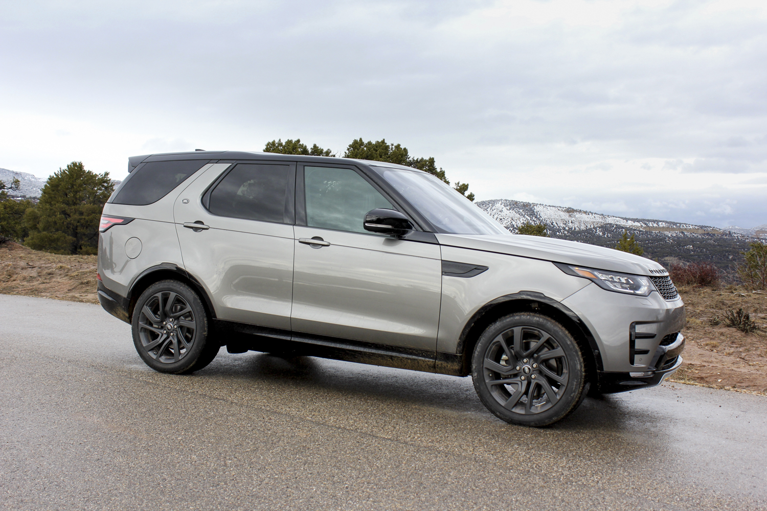 2017 land rover discovery first drive review digital trends. Black Bedroom Furniture Sets. Home Design Ideas