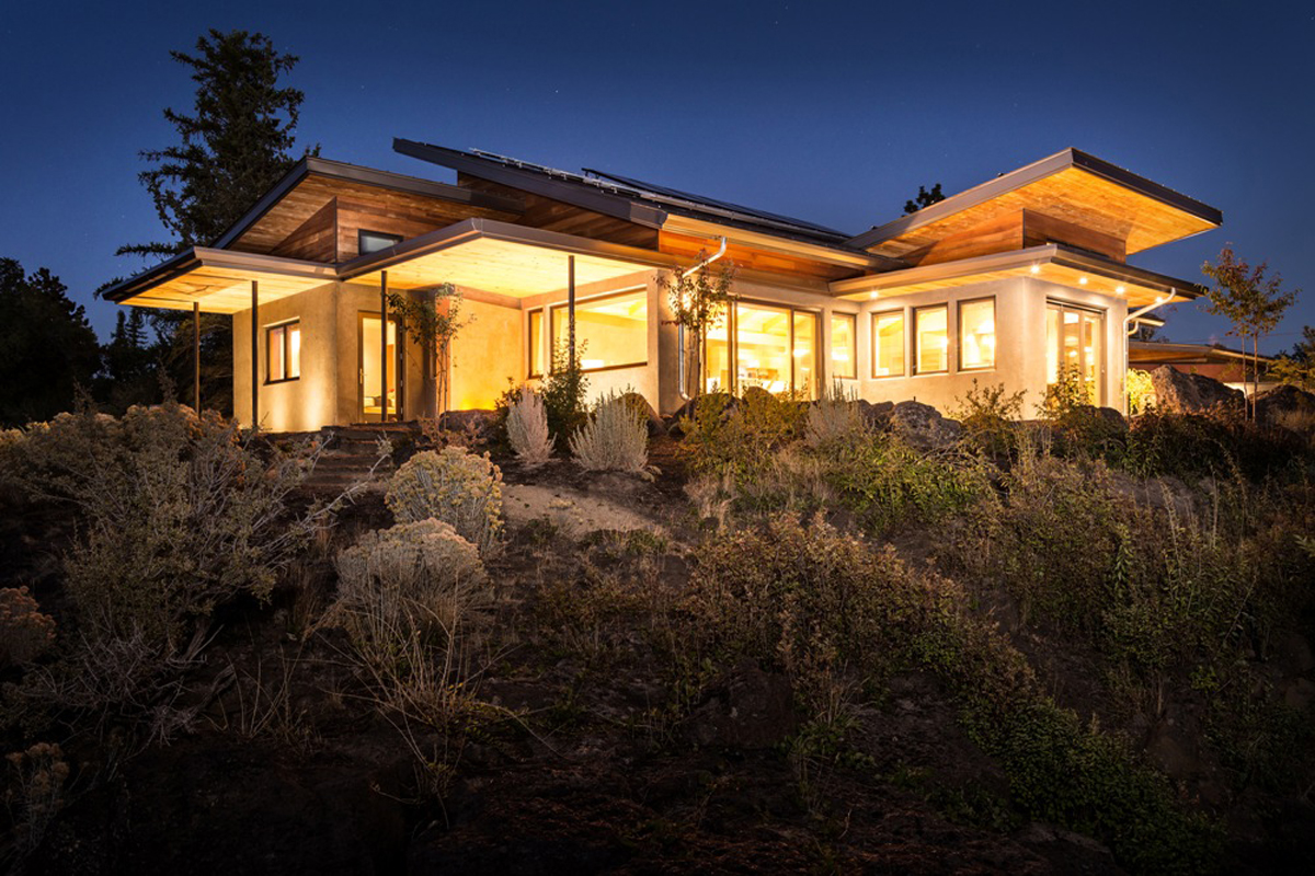 Oregon 39 s desert rain house generates clean energy and for Building a house in oregon