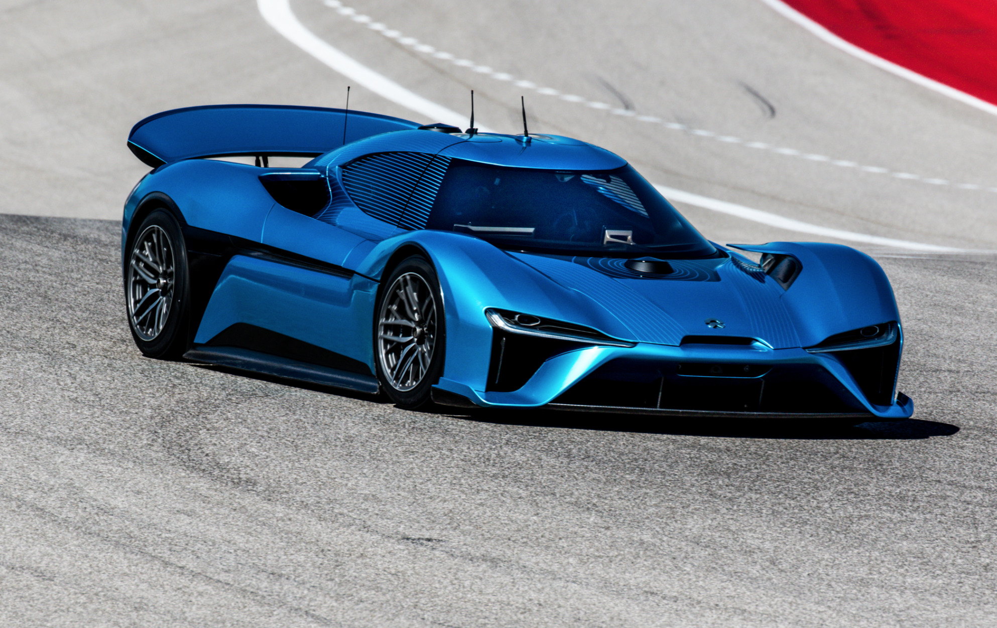 Nio EP9 EV sets autonomous lap record at 160 miles per hour