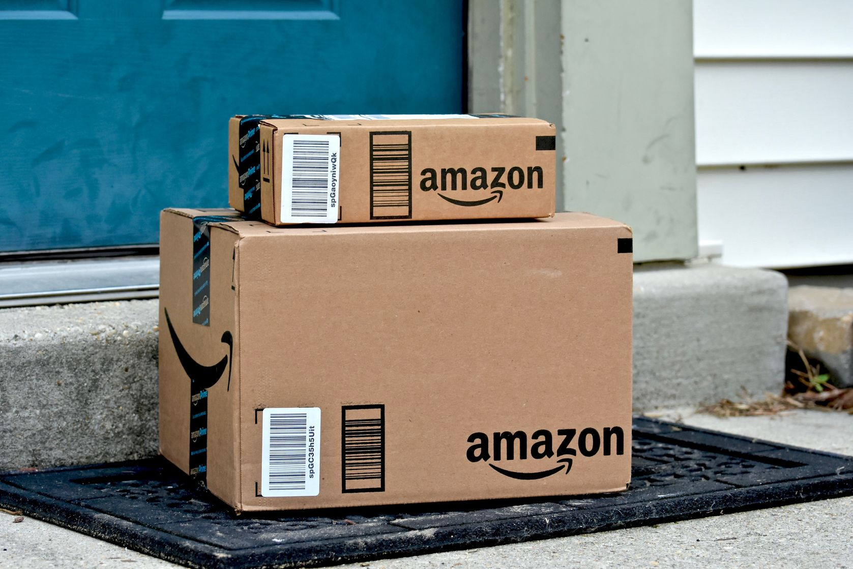 Amazon lowers free shipping minimum