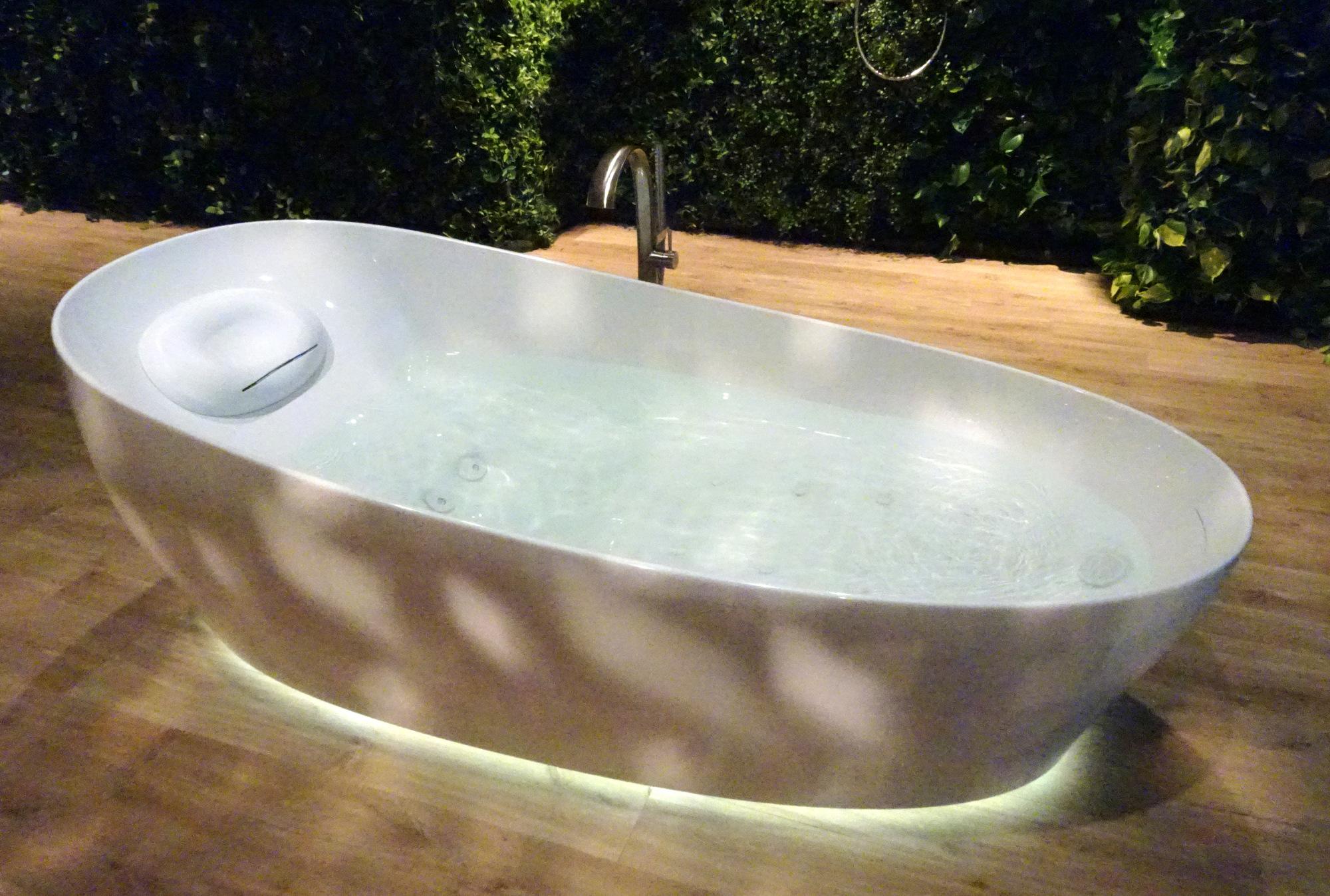 Elegant Toto Flotation Tub 1x 1