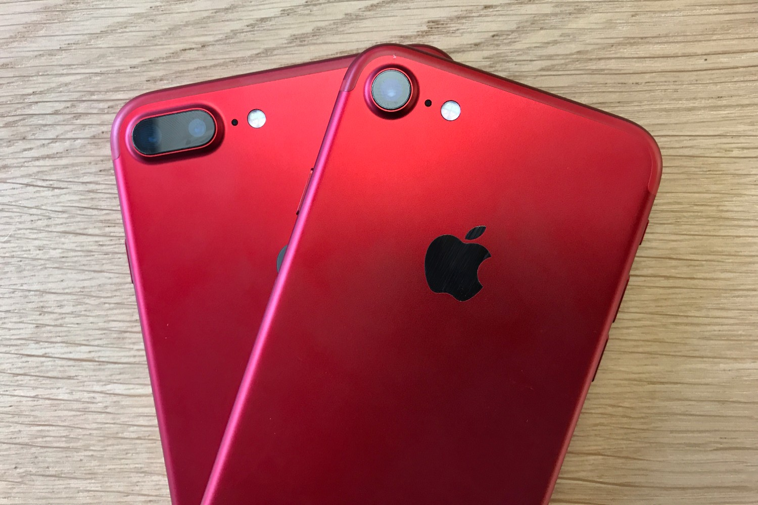 Drool over these photos of Appleu2019s new ruby iPhone 7 (RED)