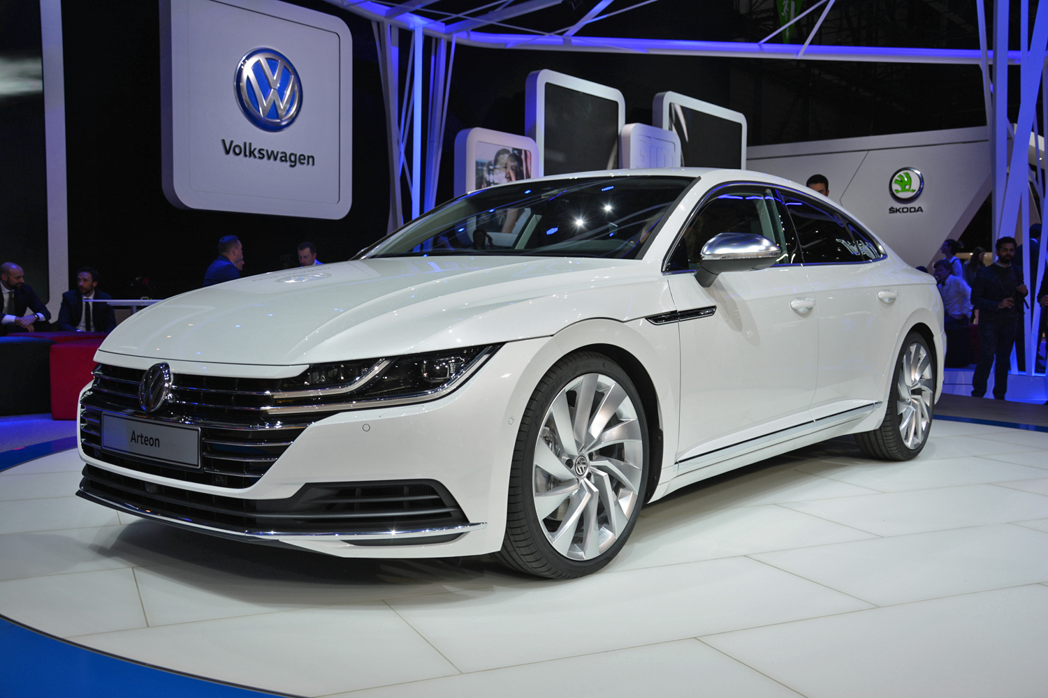 volkswagen 39 s arteon is a bold styling statement and a departure from the norm. Black Bedroom Furniture Sets. Home Design Ideas