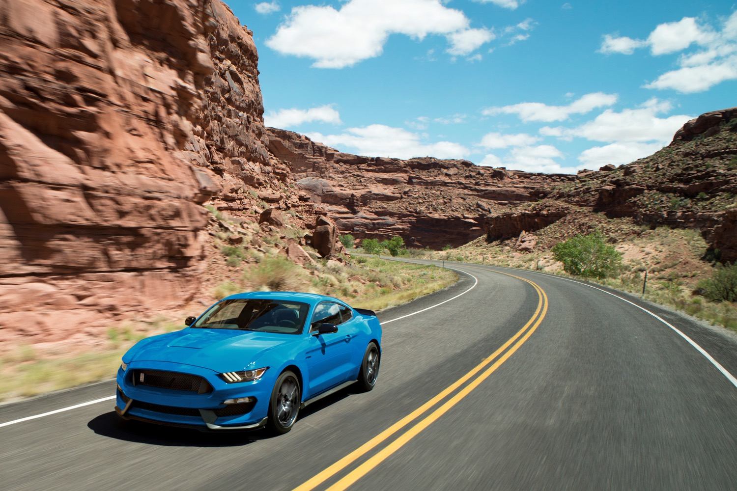 Ford S Shelby Gt350 And Gt350r Are Back For One More Model Year