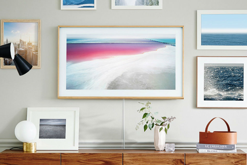 samsung s new frame tv transforms your living room into a 4k art gallery. Black Bedroom Furniture Sets. Home Design Ideas