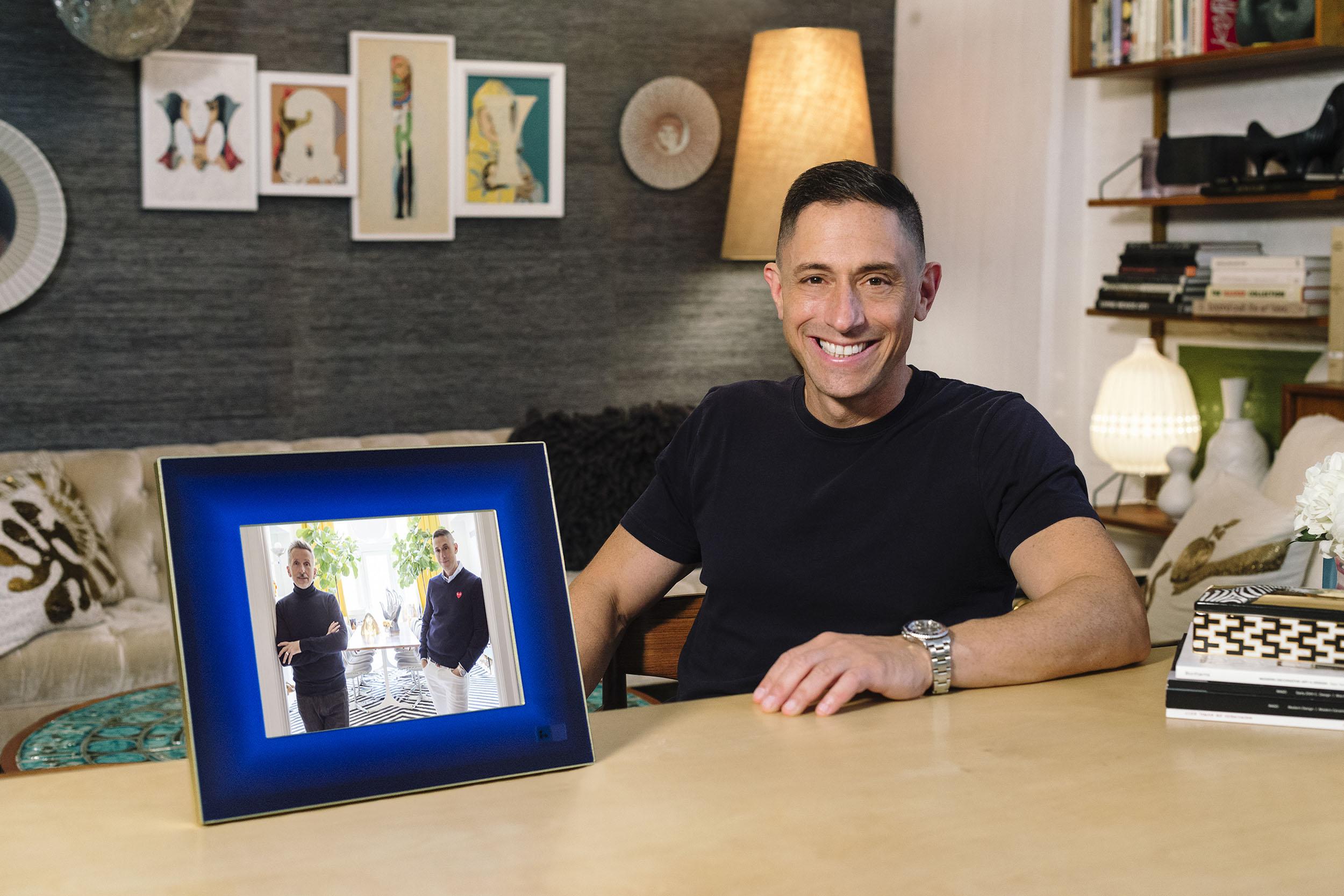 Aura And Artist Jonathan Adler Partner To Make Smart Frames