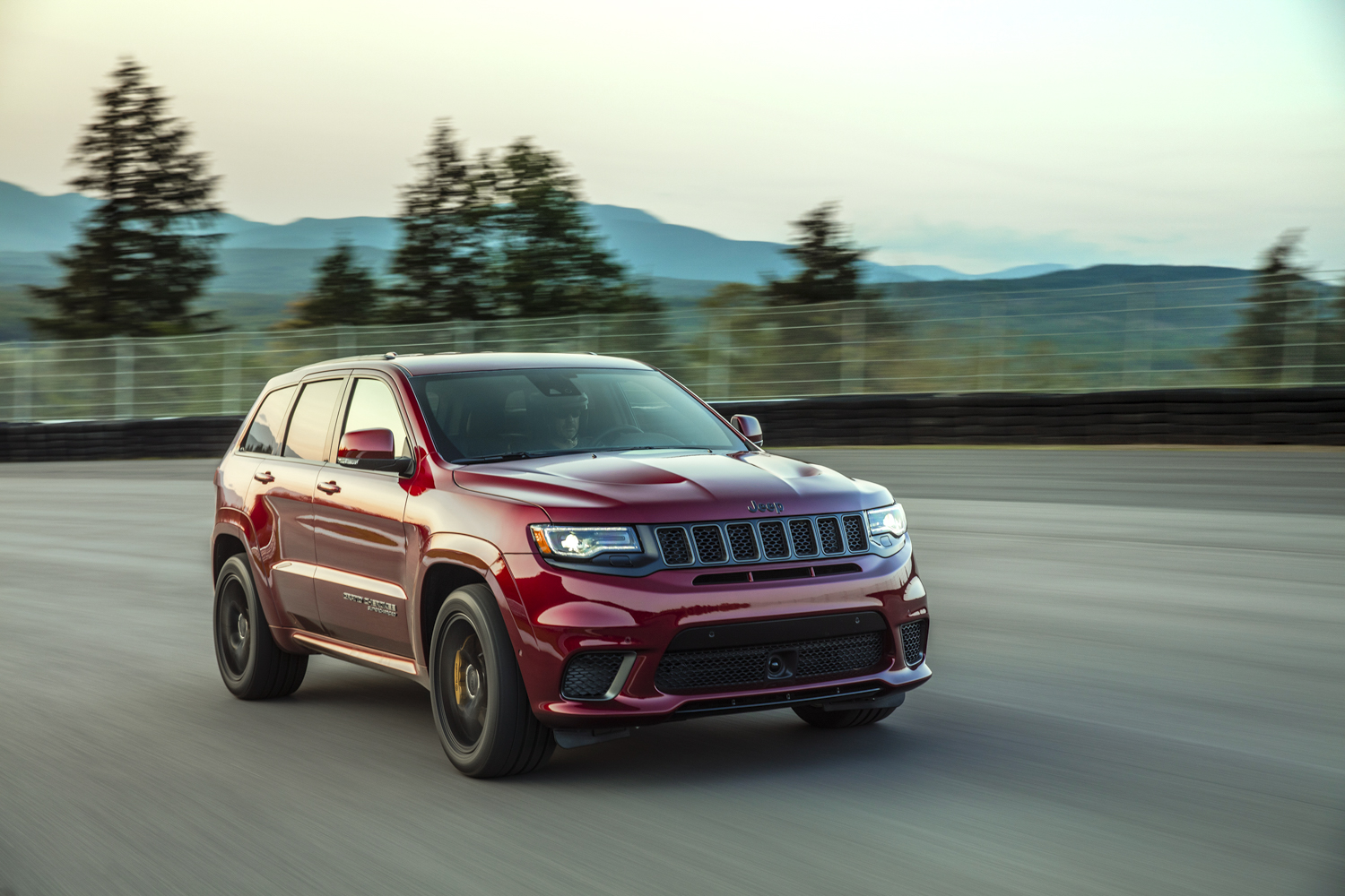 2018 jeep grand cherokee release date prices specs and features. Black Bedroom Furniture Sets. Home Design Ideas