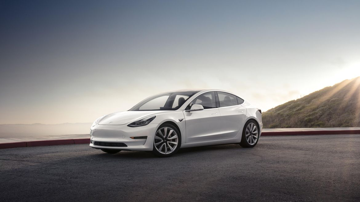 Tesla Model S vs Tesla Model 3  Comparison Specs Range