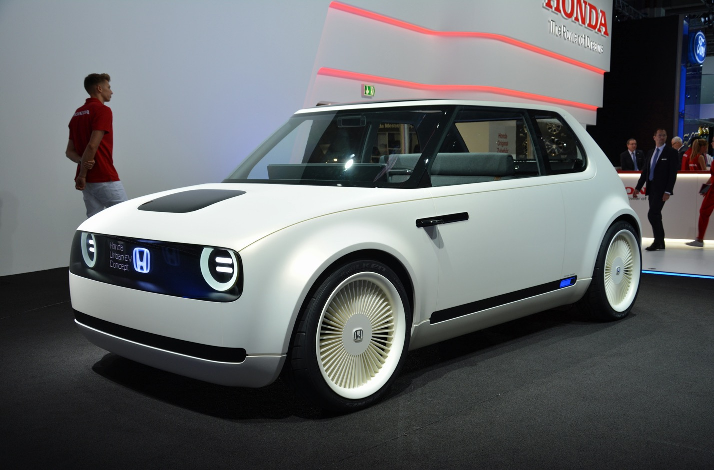 honda urban ev concept is a retro looking electric car built for the city. Black Bedroom Furniture Sets. Home Design Ideas