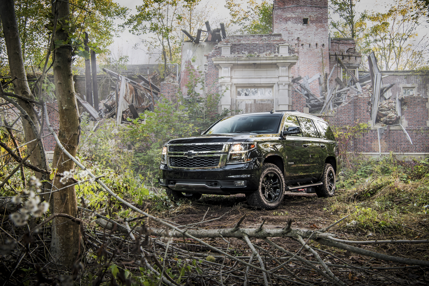 ghost hunting with the 2018 chevrolet tahoe midnight edition. Black Bedroom Furniture Sets. Home Design Ideas