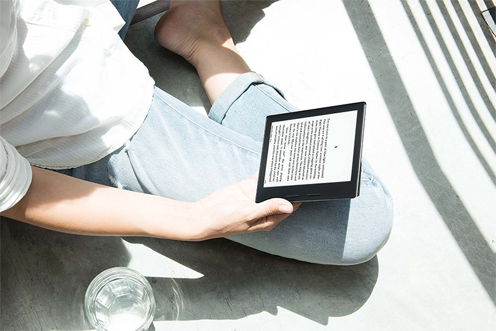 amazon s all new kindle oasis is faster lighter and more