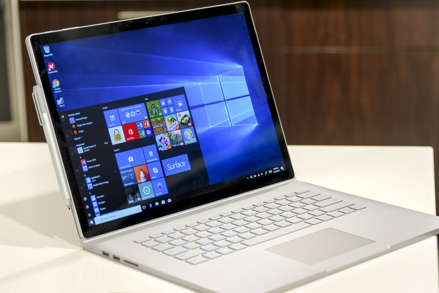 the surface book 2 can drain its battery while working hard does it matter digital trends. Black Bedroom Furniture Sets. Home Design Ideas