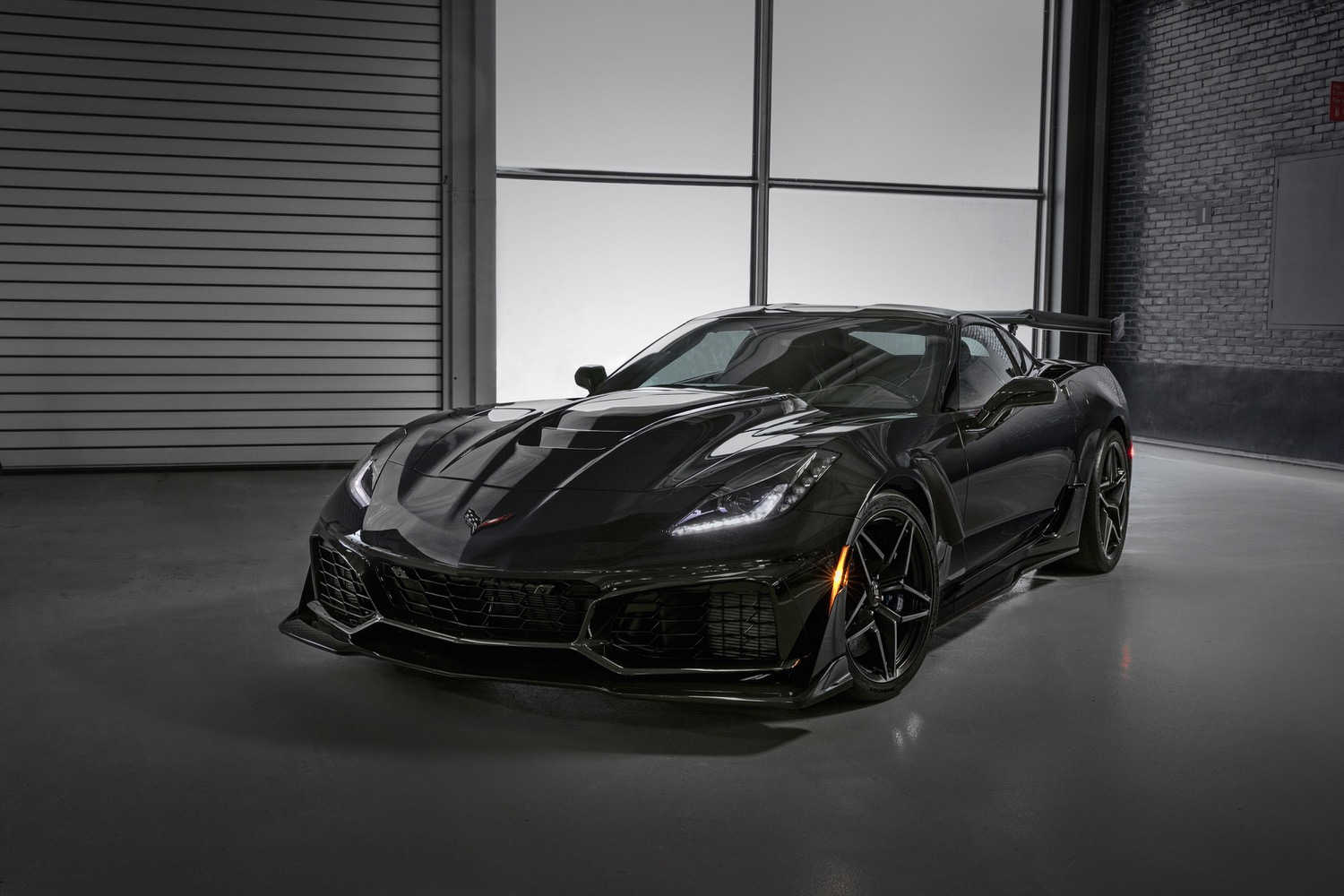 first ford gt and corvette zr1 sell for big bucks at auction. Black Bedroom Furniture Sets. Home Design Ideas