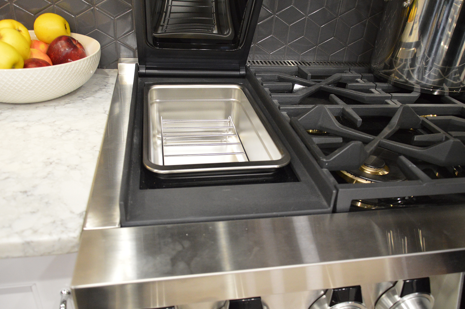 appliance makers bring sous vide to the stove with built in precision cooking. Black Bedroom Furniture Sets. Home Design Ideas