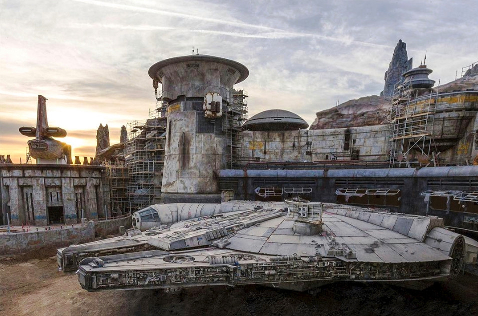 Disney reveals epic first picture from Star Wars: Galaxy's Edge attraction