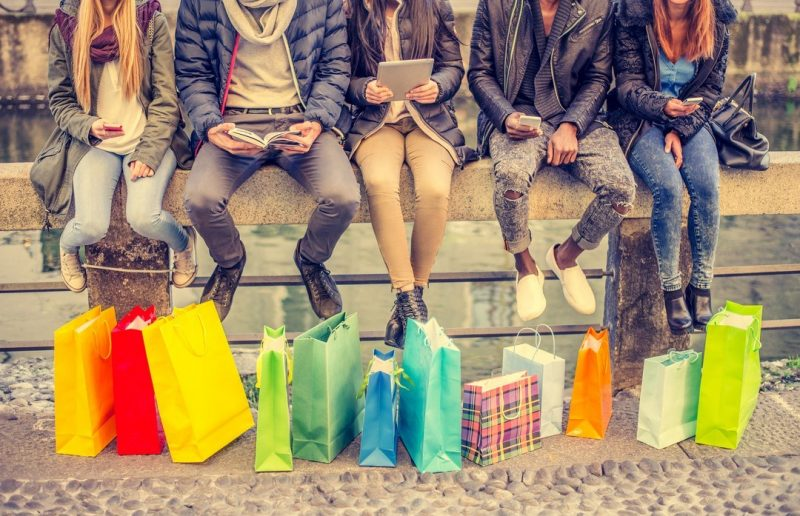shopping-with-cell-phones-1