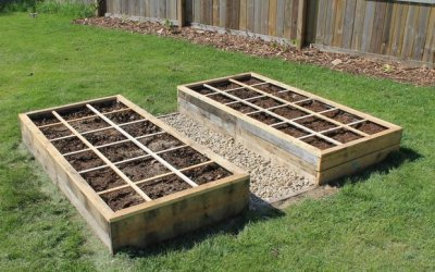 raised garden bed from pallets