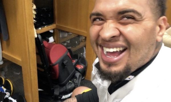 Maurkice-Pouncey-pittsburgh-steelers-laugh-pineapple-pizza