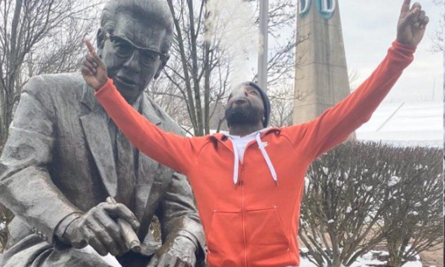 Tyrone-Carter-rooney-statue-steelers
