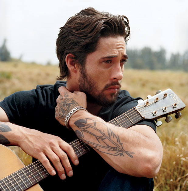 KUTX presents...Ryan Bingham FREE In-Store Performance