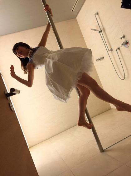 Ayumi Ishida, pole-dancer