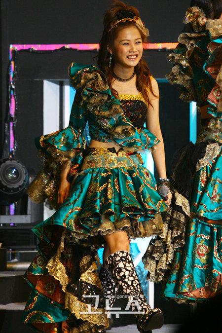Risa Niigaki, smiling through the pain