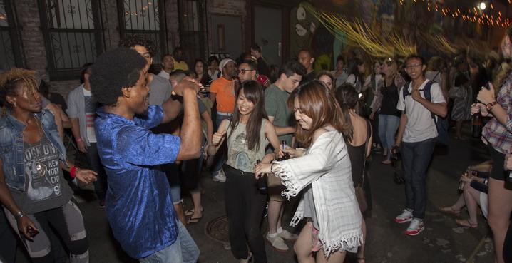 Grove_alley_dancing