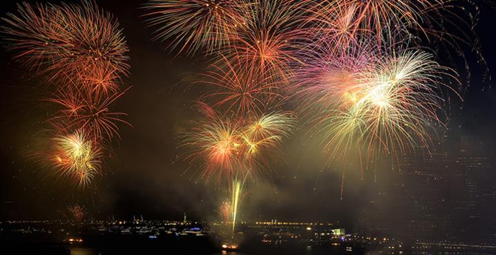 Macys_fireworks_credit__diana_robinson
