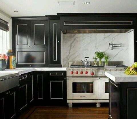 Chic Black Kitchen Cabinets1