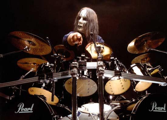 http://s3.amazonaws.com/drumlessonscom/00-drummers/joey-jordison-1.jpg